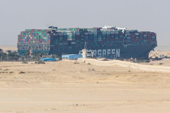 Tàu Ever Given đã di chuyển sau 6 ngày chắn ngang kênh đào Suez